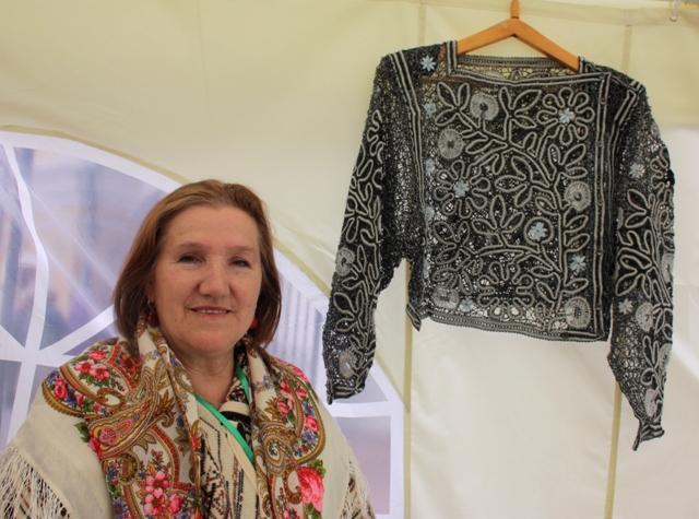 Вологда,  2017г. III Международный фестиваль «VITA LACE». Н. Ф. Крюкова, автор и исполнитель блузы, коклюшечное плетение.