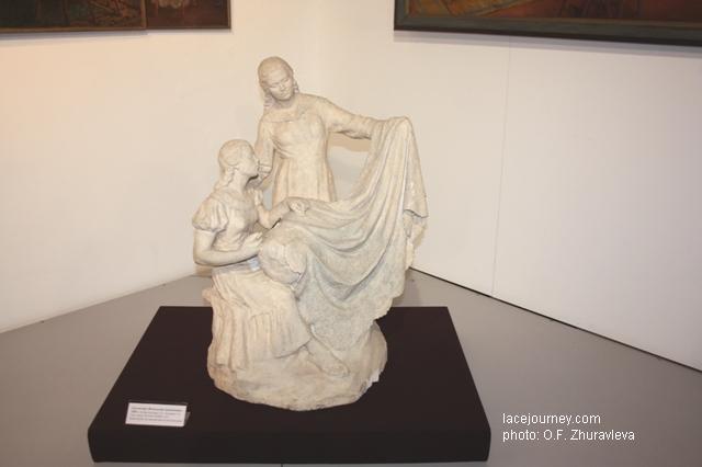 Скульптура «Вологодские кружевницы», 1959 г. Авторы Контарев Г. П, Контарева Т. П.