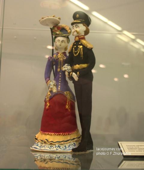 Андреева Ольга Алексеевна (р. 1959). Игрушка «Дама с генералом», 2015.