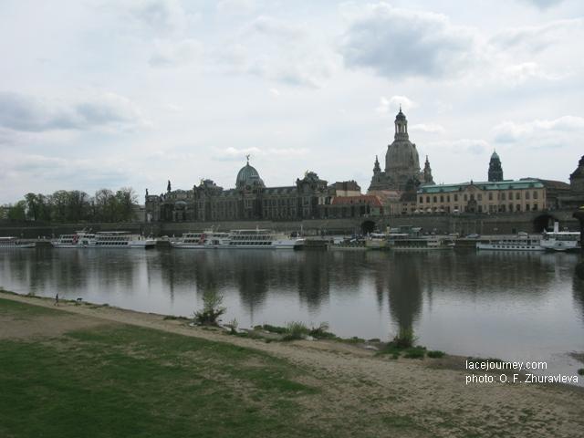 Дрезден. Река Эльба. Вид  на «Altstaat («Старый город»).