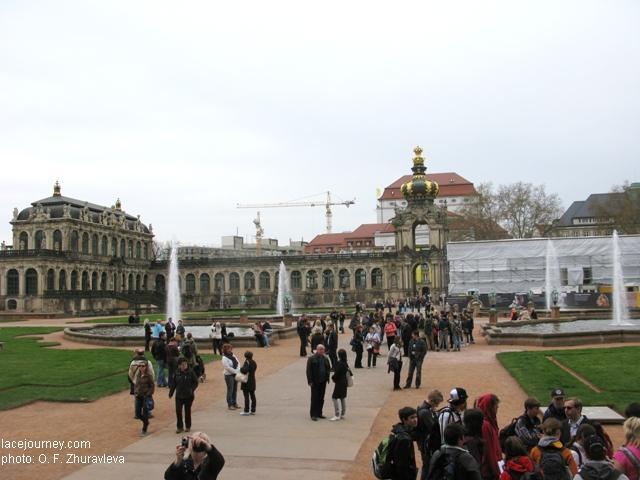 Дрезден, Цвингер. Вид на главные «Коронные ворота» (Kronentor).