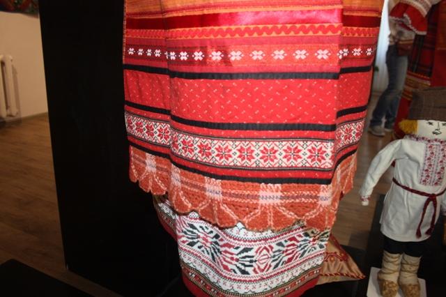 Фрагмент. Костюм традиционный женский праздничный Калужской губернии Жиздринского уезда