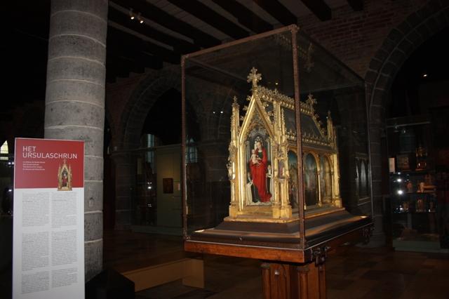 Ганс Мемлинг. Рака Святой Урсулы. 1489. Брюгге. Музей Мемлинга.