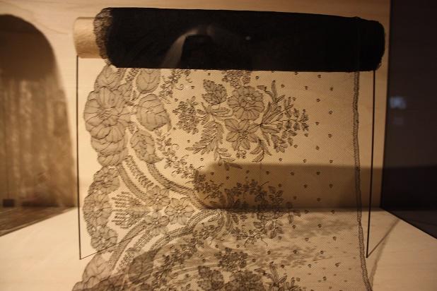 Фрагмент. Волан. Кружево «шантильи». Бельгия. XIX в. Коклюшечное плетение, многопарная техника.