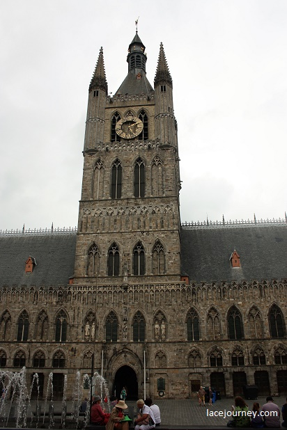 Ипр. Палата суконщиков и Белфорт (Беффруа – фр.). Восстановлены на месте зданий 1200- 1304 года.