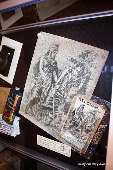 """Ипр. Колледж святого Святого Винсента. Выставка «Кружево войны». 20 августа 2018 г. Коллекция """"Ma's laces""""."""