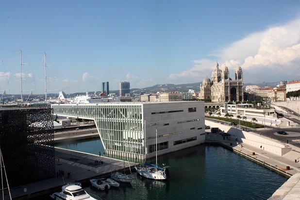 Марсель. Вид на Музей цивилизаций Европы и Средиземноморья (Mucem) с форта Сен-Жан.