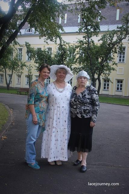 ВМДПНИ, «Шоу кружевниц», 22 августа 2020 г. Е. Зайцева (слева), Л. Иванникова (в центре), О. Журавлева (справа).